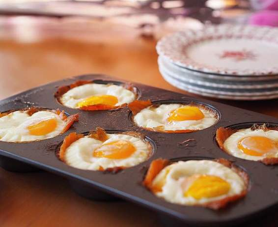 Smoked Salmon Egg Cups | www.thealiconklin.com