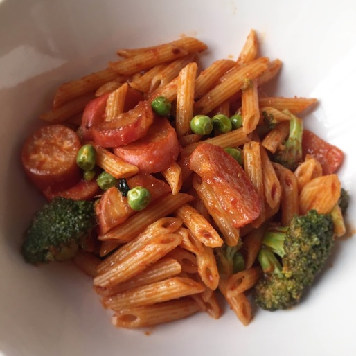 Flavorful Tomato Penne with Broccoli, Radish, and Peas | www.thealiconklin.com