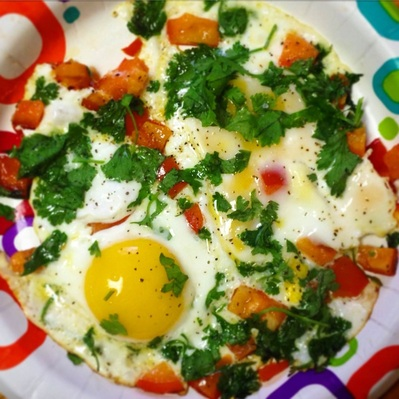 Festive Mexican Style Fried Eggs | www.thealiconklin.com
