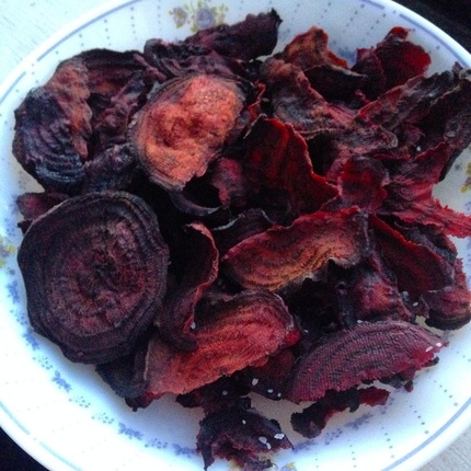 Baked Beet Chips | www.thealiconklin.com